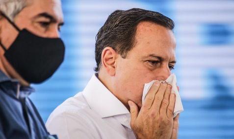 Governador João Doria completou o esquema vacinal e tomou as duas doses da CoronaVac; em agosto, o político já havia sido diagnosticado com a doença